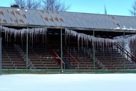 GRAND STAND DISPLAYS BEAUTIFUL ICICLES