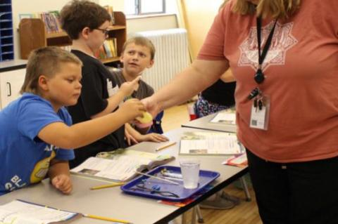 THIRD GRADERS EXPERIMENT WITH BEAKS/BLUBBER